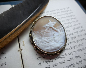Antique 10K Yellow Gold Framed Salmon Pink Conch Shell Cameo Pendant Brooch Dutch Farm Woman