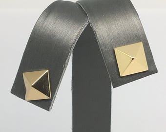 14K Yellow Gold 3D Pyramind Shape Stud Earrings