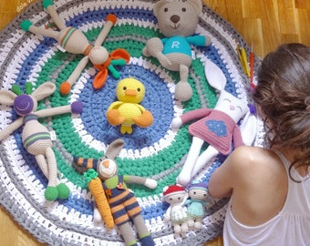 Round XXL Crochet rug made with a