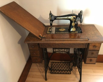 Singer Treadle Sewing Machine Cabinet table c.1926 MODEL A B 353592 Working Condition Just Serviced