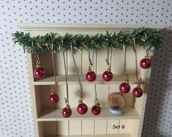 Christmas Tree ornaments - Set G - red (1:12 scale / Dollhouse miniature)
