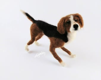 Felted dog, felted fox hound, dog figurine, miniature dog, dog, dog gift, fox hound, hound dog, felted hound, hunting dog figurine