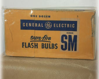 NOS GE Sure Fire Flash Bulbs SM Camera Accessories 1950s