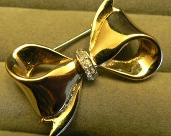 vintage jewels ...  unsigned Gold darling BOW RIBBON BROOCH Pin with paste stones   ...