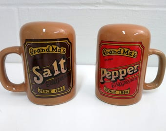 Vintage Salt and Pepper Shakers Grandmas Salt and Pepper Shakers Vintage Salt and Pepper Shakers with Handles - V141