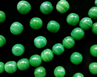 Six Vintage Japanese Emerald Green Swirl Glass Beads 10 mm