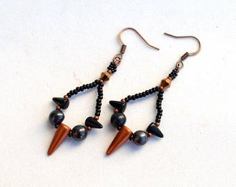 Spiky loop earrings with black pearls Black and copper earrings Loop earrings with glass spikes and real pearls Goth earrings E1270