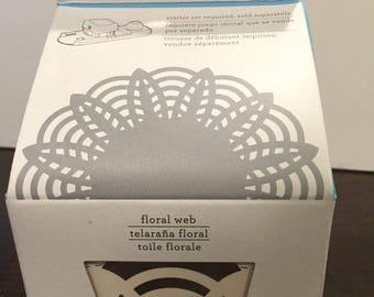 Martha Stewart Circle Edge Punch - Floral Web cartridge