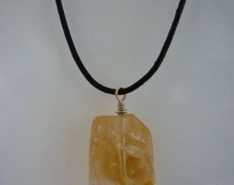 Necklace with yellow citrine gemstone