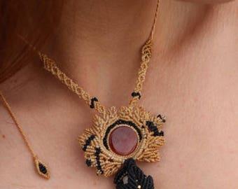 Pendant with quartz and agate