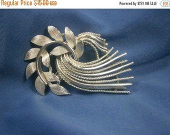 Lisner Vintage Silver Brooch / Free Form Pin / Signed Pin / Silver pin/ 1950s / Mid Century Brooch / Designer Pin