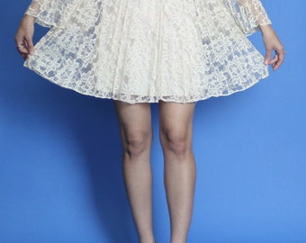 1960s. cream lace. mini dress. with bow at waist, and accordion pleated sleeves. extra small