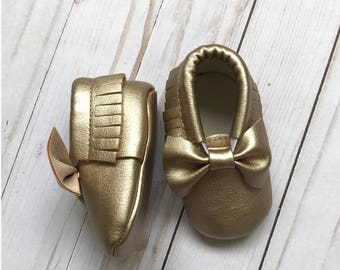 GOLD baby shoes / baby moccasins / crib shoes / gold bow shoes / baby leather shoes / baby gift / custom baby gift / custom baby shoes