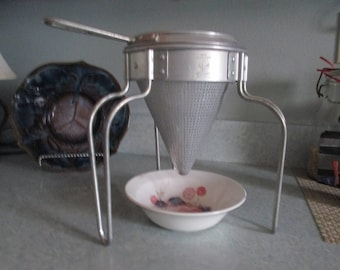 Vintage Aluminum  Apple Sauce Colander - Juicer,  Tripod Stand, Wear-Ever USA Made  Mint Condition, easy storage