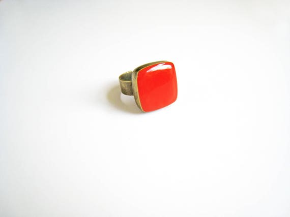 Coral red ring, bronze red statement ring, red coral resin ring, modern minimalist jewelry, color block jewelry, red square cocktail ring