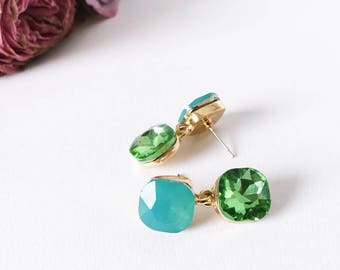 Color blocking earrings in turquoise green and gold