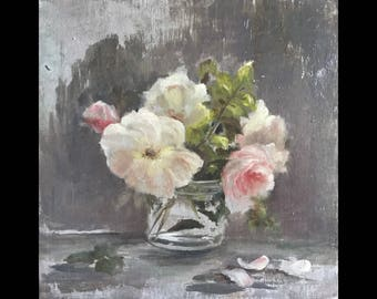 Small bouquet, white roses pink St in a vase