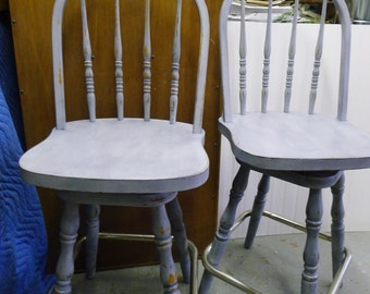Pair of counter height bar stools [furniture is for buyer pickup only]