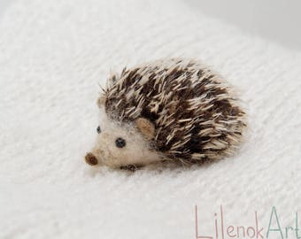 Hedgehog pin, Felt Hedgehog jewelry, tiny brooch, Cute pin, Felted animals, woodland gift for her, miniature felt brooch, felt jewelry, MTO