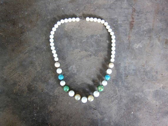 Vintage Bubblegum Necklace Fat White Green Beaded Plastic Necklace Beads Costume Jewelry Hipster Womens