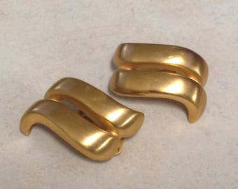 "Debbie Reynolds Estate: 1.25"" Double Bar Gold Clip-on Earrings"