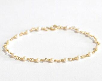14K Gold. Freshwater Pearl Bracelet in 14KYG , Delicate Gold Bracelet, June Birthstone Jewelry, Holiday Gift for Her, Weddings,