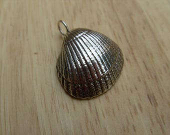 Shell Pendant, solid sterling silver,Hand made.