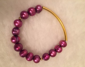 Fuchsia Freshwater Pearls with gold bar stretch bracelet