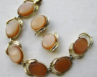 Vintage 50s Coro Peach Thermoset Bracelet & Earrings Gold Demi Parure Set