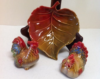 A 3 Piece Rooster Salt & Pepper Shaker Set