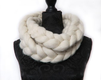 Handmade Chunky infinity scarf, chunky chain scarf 100% chunky merino wool non mulesed wool natural cream 100+ colours knit extreme knitting