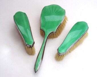 années 1920 Art déco vert Vanity Set coiffeuse Vintage Vintage Brush Set en émail guilloché vert vif