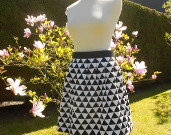 Skirt with flat pleats - black and white - size 38