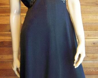 Vintage Lingerie 1960s Black VANITY FAIR Size 34 Full Slip with Accordian Pleats