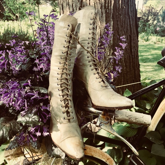 Victorian Leather Shoes, Shabby boots, French Boots, Decor only, Shabby, French.