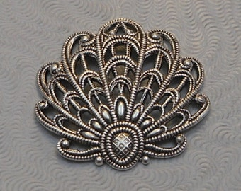 LuxeOrnaments European Filigree Antiqued Sterling Silver Plated Brass Shell Leaf Pendant (Qty 1) 24x24mm A-30558-S