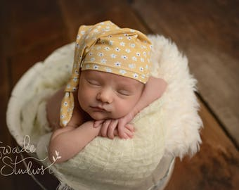 knot hat newborn -yellow daisies
