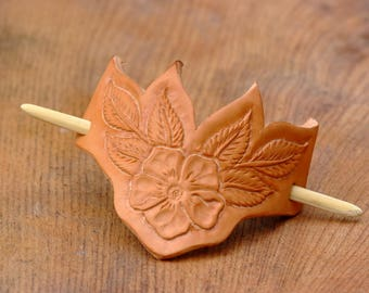 roses and leaves leather engraved hair clip, Barrettes-stick e clip, Fermacapelli in cuoio, rose canine.