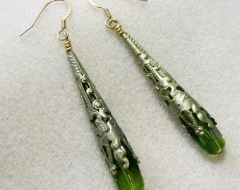 Lime Grün Ohrringe - fabelhafte Lime grüne wellenförmige Glasperlen - Handarbeit JewelryArtistry - E620