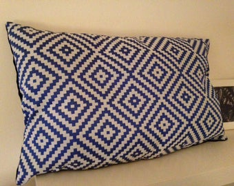 Horizontal geometric patterned cover