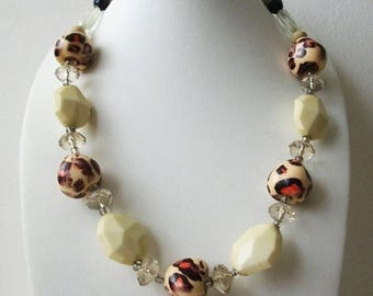 ON SALE Retro Etched Faceted Grrrrr Animal Print Plastic Beads Necklace 71117