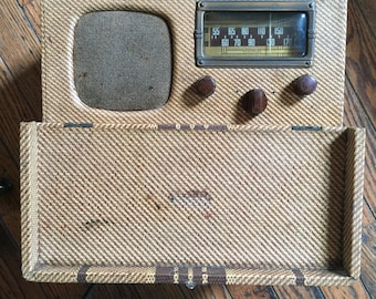Vintage Superheterodyne Radio USA