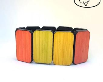 Bracelet wooden reversible green / yellow / red / black