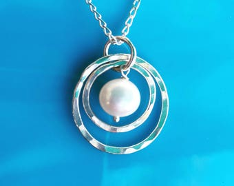 Silver and pearl necklace - double circle