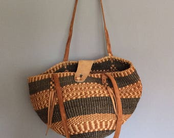 vintage sisal bag, brown, with wood and leather clasp, gorgeous bohemian style