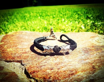 Paracord bracelet with stainless steel