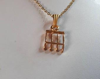 Crochet Raseteur gold pendant chain