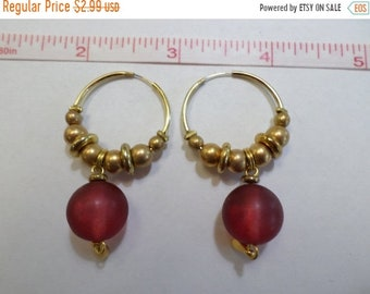 10%OFF3DAYSALE Gold tone hoop earrings frosted red beads