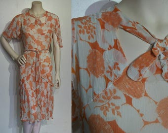 Wonderful 1930s rayon chiffon art deco print day dress w/cutout neckline, ruffles, self belt, bust 34""