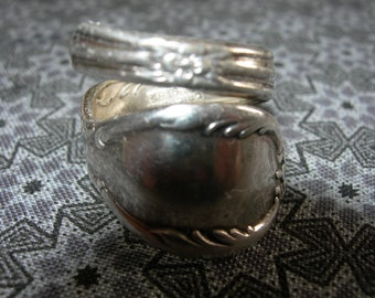 Silver plated Spoon Ring - Rogers Silverware - Vintage - size 7 1/2